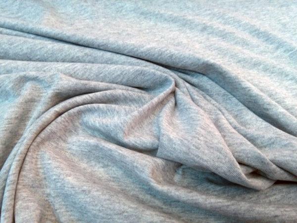 punto de camiseta gris
